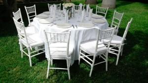 paquete renta de sillas y mesas para boda con mantelería y cristalería